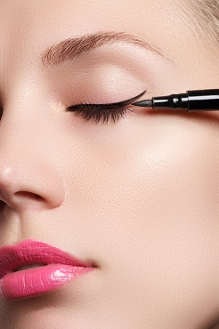 Så här sminkar du dig med eyeliner
