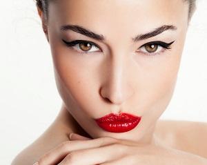 Kvinna med snyggt smink